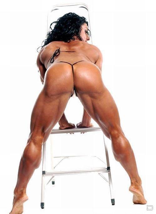 Культуристка с раздутыми мышцами