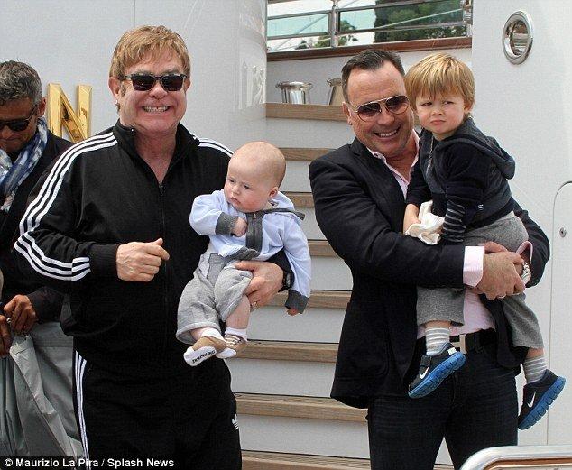 Смотреть гей видео гей отцы и сыновья фото 158-60