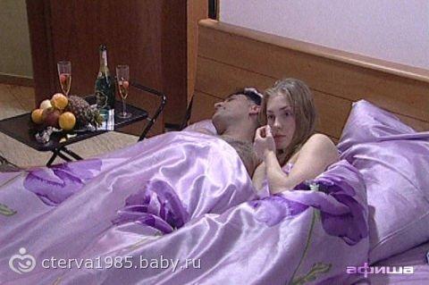 Продажные девушки в постели фото 662-526