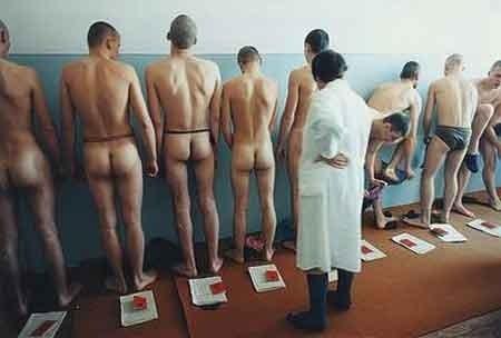 голые мальчики в военкомате фото