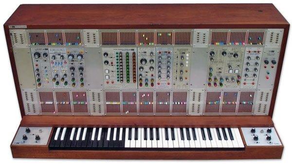 что в синтезаторе Moog для