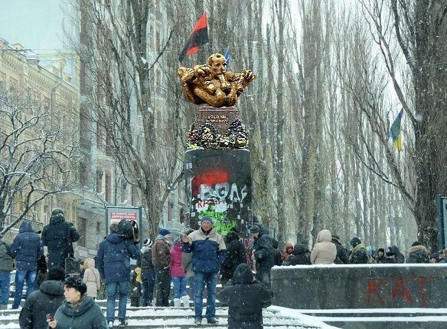 Картинки памятник бандере хейгл показала