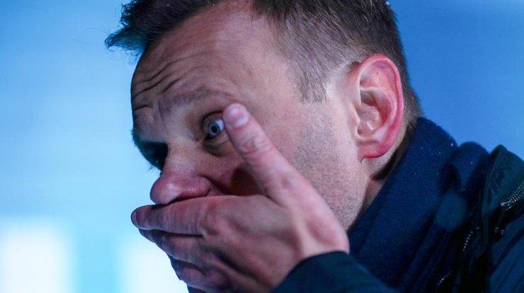 Бездарь Навальный подавился «программой поддержки» после критики либеральных экономистов