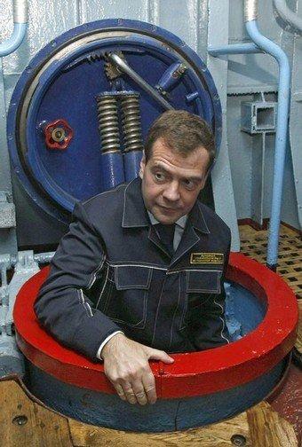 Президент медведев попал в очко