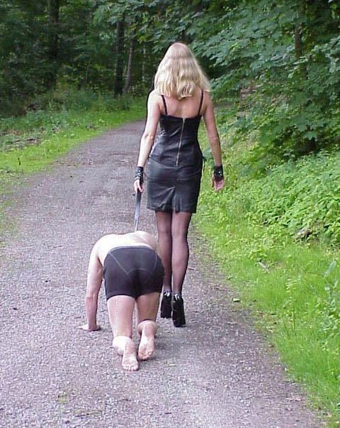 Лесби фут поклонение ноги госпожи если говорить