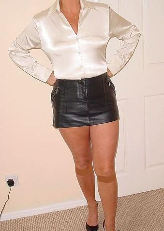 Взрослые женщины в коротких юбках фото